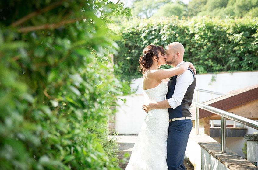 lake district summer wedding kiss